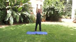 אימון כתפיים / ציוד: משקולות יד