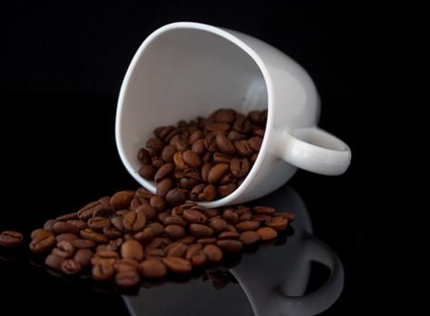 האם קפה שחור מומלץ לפני אימון?