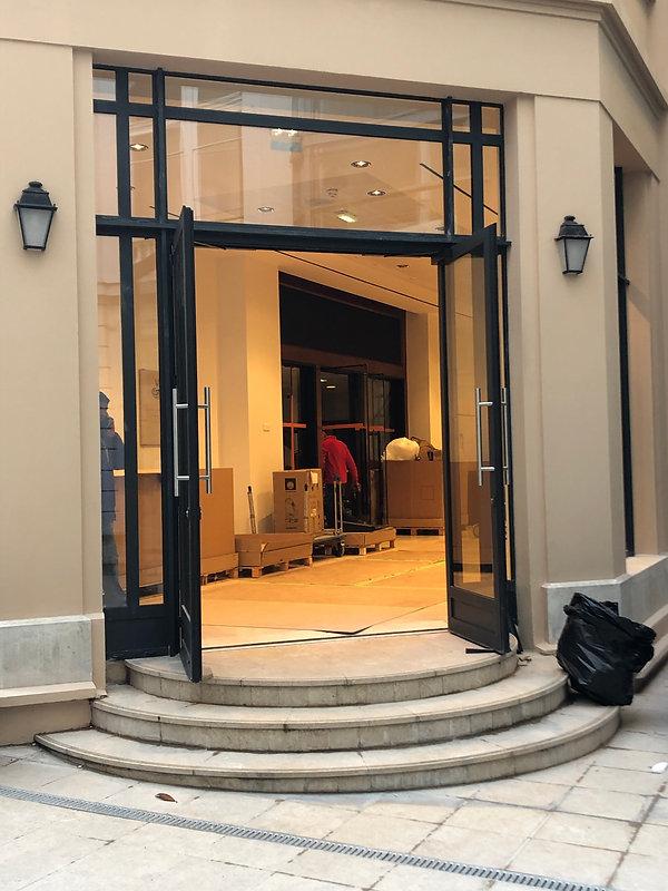 Porte d'entrée en aluminium vitrée réalisée par la Menuiserie des Rossignols