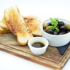 Bread & olives, olive oil, balsamic
