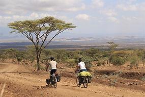3.pierrick_et_maelle_à_vélo_-_afriquebis