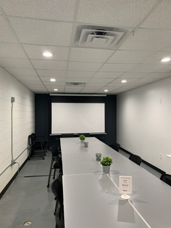 Large meeting space - conference set-up with projector