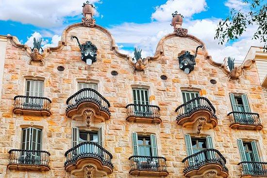 קאסה קאלבט, קאסה קלווט, קאסה קאלווט ברצלונה, גאודי בברצלונה, מבנים של גאודי, סיורים בברצלונה, דויד קובוס