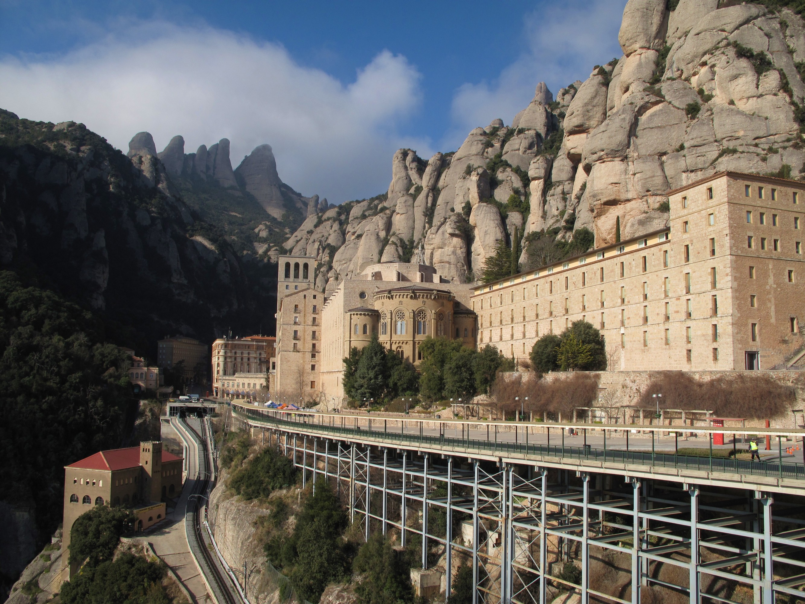 הר מונטסראט והמנזר