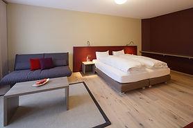deluxefamilie_hotel_rooms_cafemp-1024x68