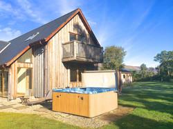 Torcastle Lodge - Hot Tub Area