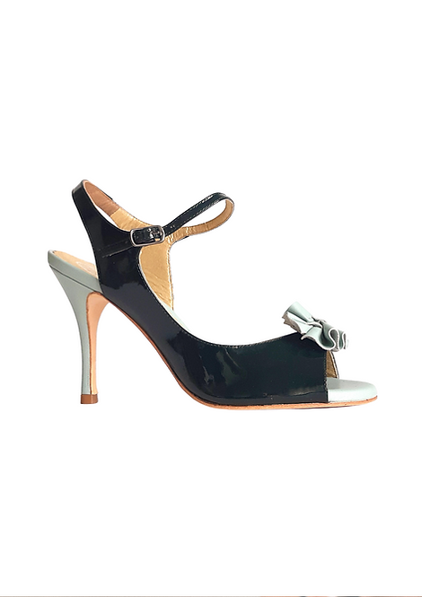 Tita made of dark green patent leather with details in mint leather