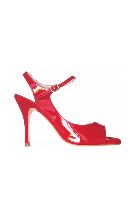 TITA in ferrari red varnished leather and suede for endless evenings 19-56-44