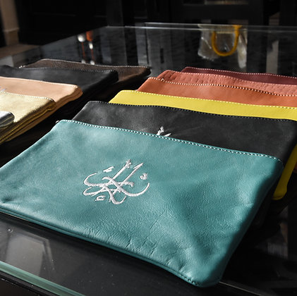 Pochette artisanal  en cuir brodé main