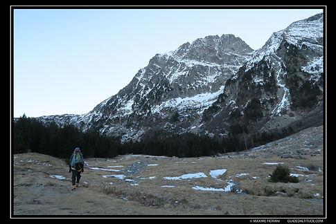 Chalets de Poursollet, en direction du couloir N du Col du Grand Van