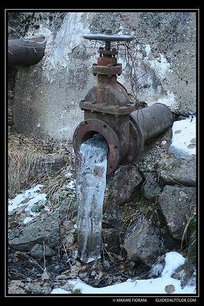 Une Vanne vers les Chalets du Poursollet, le débit d'eau figé!