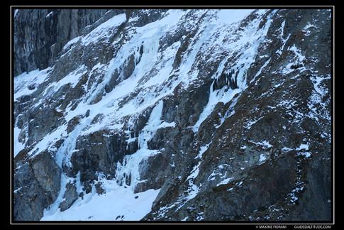 Les cascades de glace du Lac Fourchu au pied du Taillefer