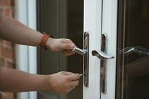 daylight-door-handle-1166415.jpg