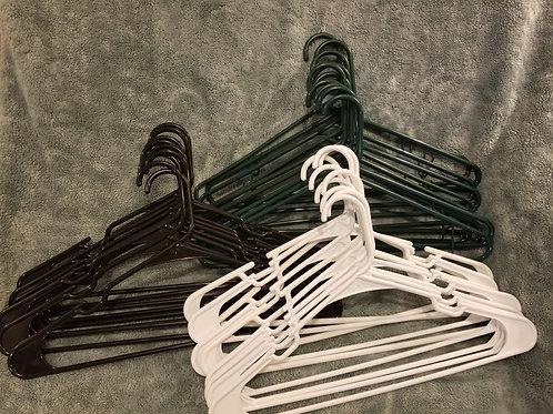 Bl, Wh & Green Hangers 28 Plastic Hangers