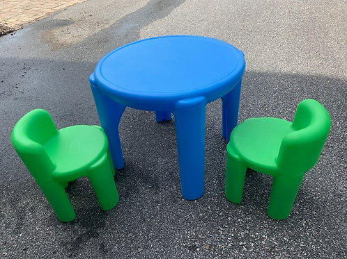 Plastic Table with 2 chairs