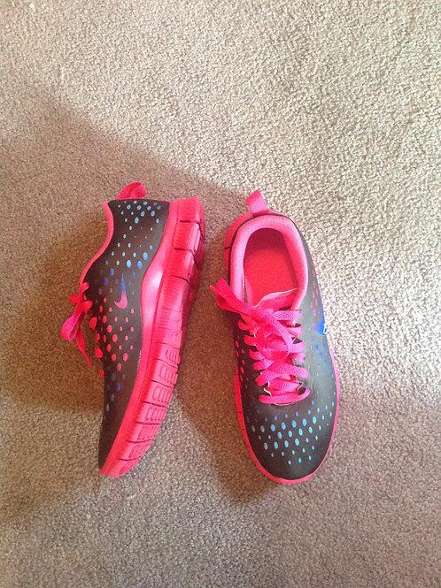 Nike 6.5Y black pink sneaker