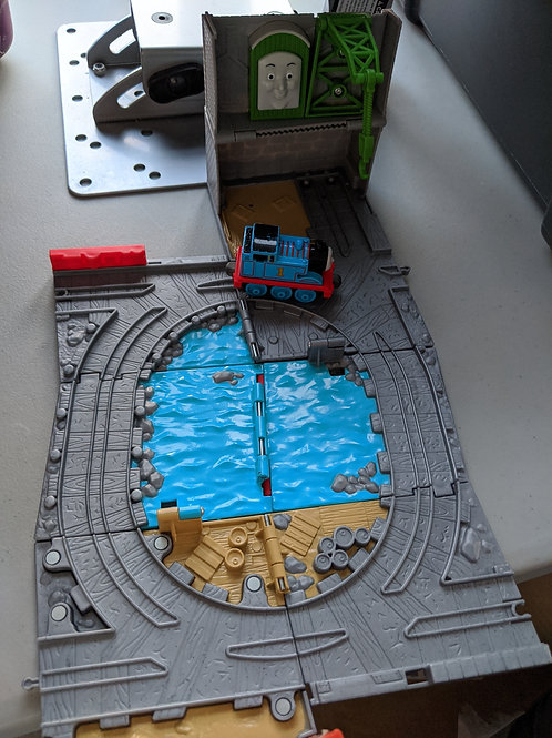 Thomas Take n Play Wharf with train fold up
