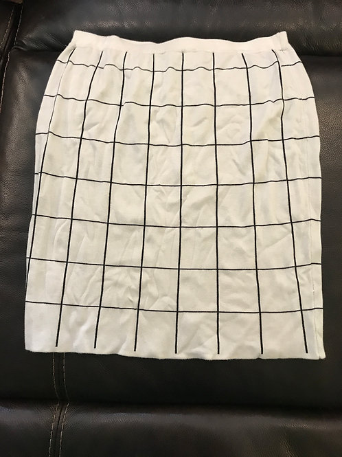 The limited sweater Skirt large white w blk sq