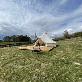 bell-tent-outdoor-hotel.HEIC
