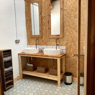 en-suite-showerroom_the-outdoor-hotel