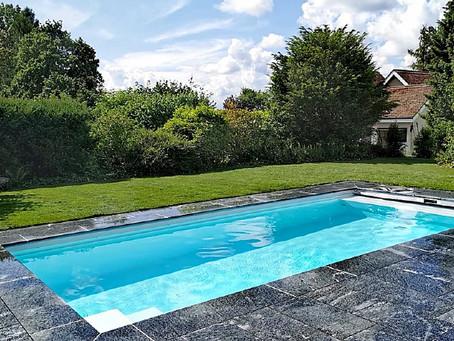 Swimming Pools: Diese Formen und Möglichkeiten gibt es