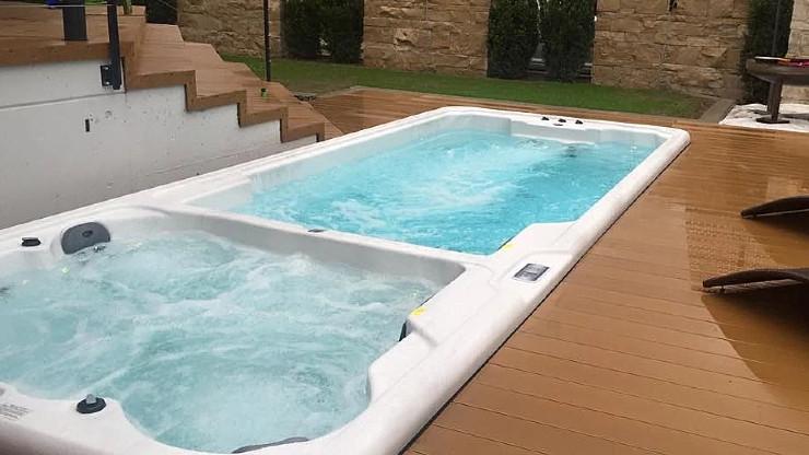 Whirlpool: Eine Entspannungsoase sowohl für drinnen als auch draussen