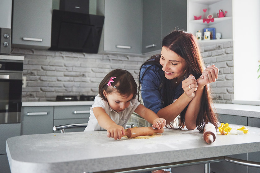 happy-family-in-the-kitchen-holiday-food