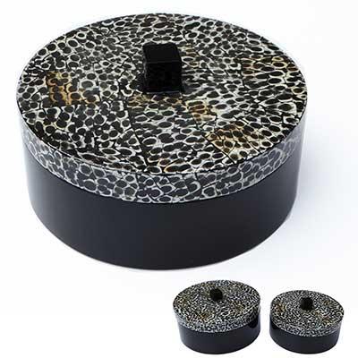 Boîte ronde laque noire et coquilles d'œuf