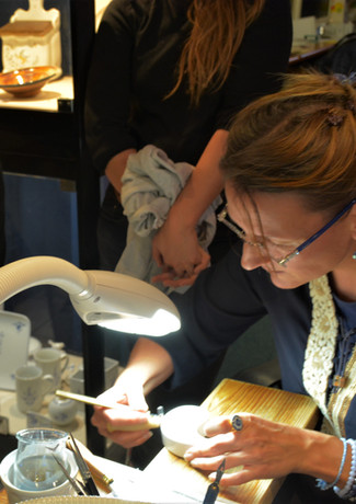 Découverte de la technique d'émaillage du bleu d'Arras dans l'atelier de Christelle Perrier