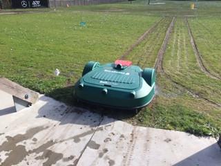 De driving range robot aan het werk