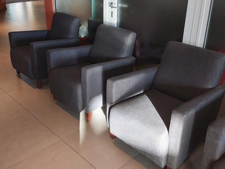 Verkopen fauteuils clubhuis