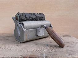 Historischer Musterwalzen-Rollapparat