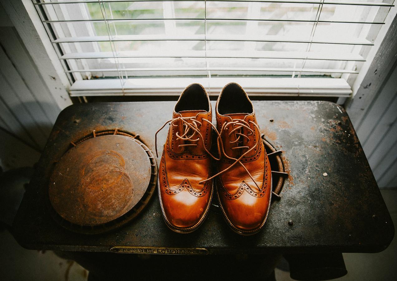 grooms-shoes.jpg