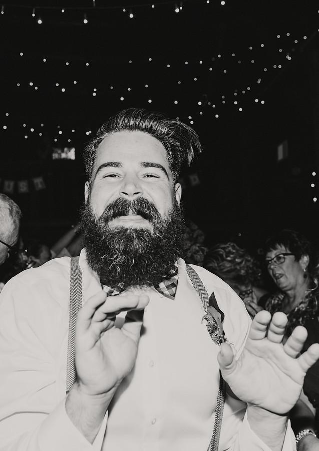 groomsmen-reception-dancing.jpg