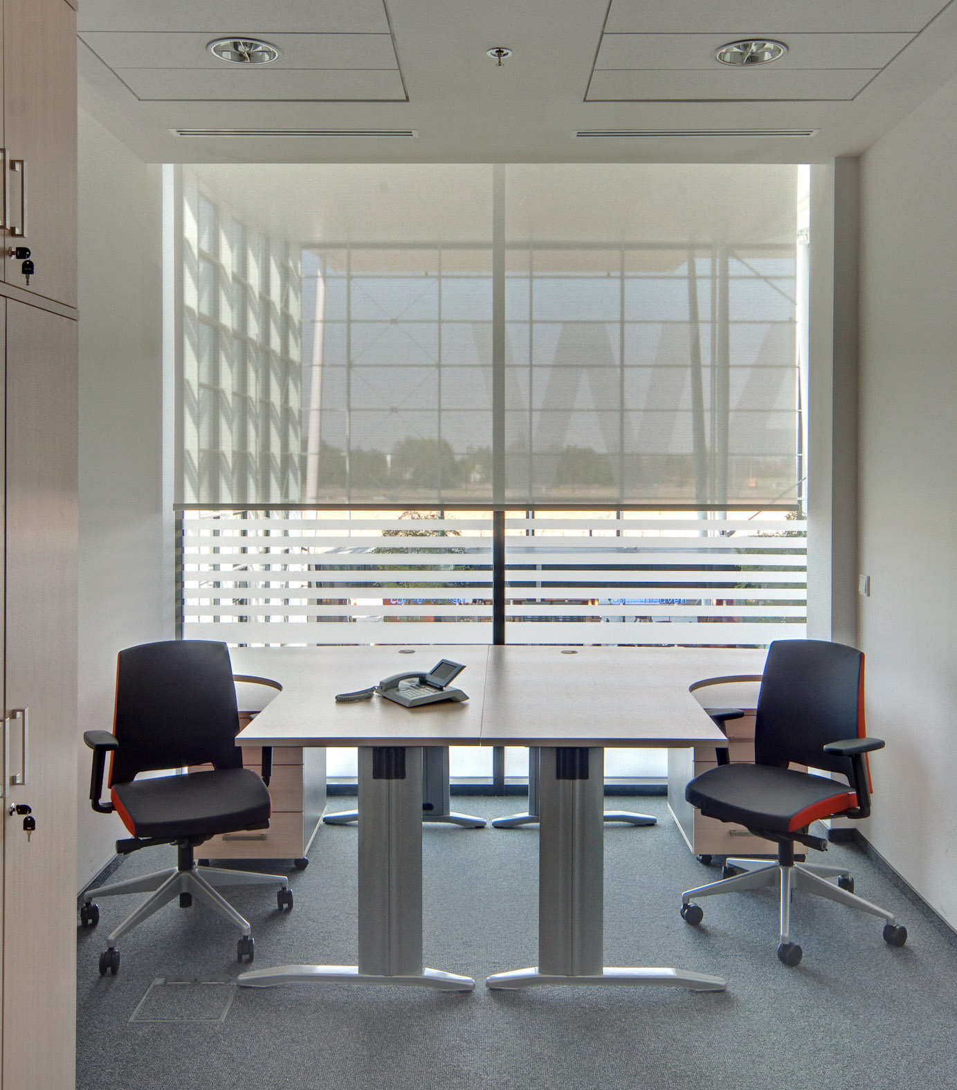 RB 500 ROLLER SHADES