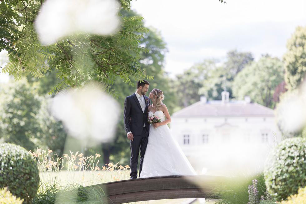 Hochzeitspaar in den Merian Gärten, Villa Merian