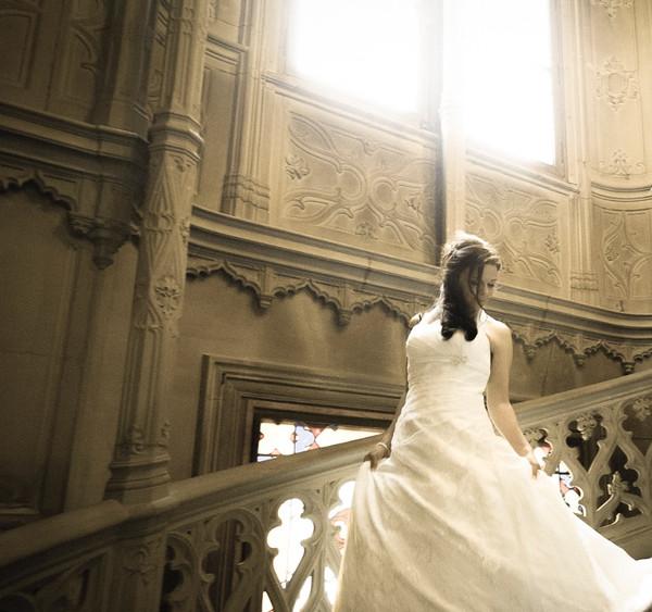 Braut auf Treppe in Schloss Schadau, Thun