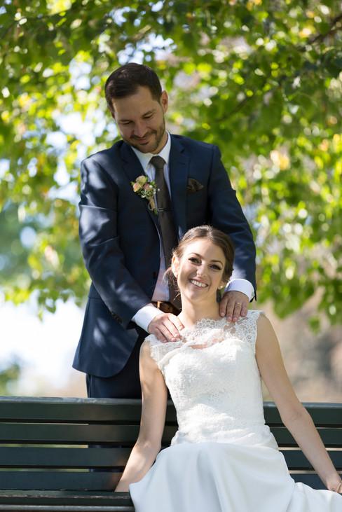 zärtliche Brautpaarbilder, Hochzeit Schloss Ebenrain, Sissach