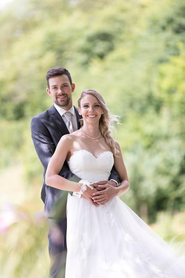 natürliche Brautpaarportrait, Hochzeit Merian Garten