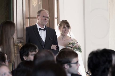 Vater begleitet Tochter zur Trauung, Villa Wenkenhof, Riehen