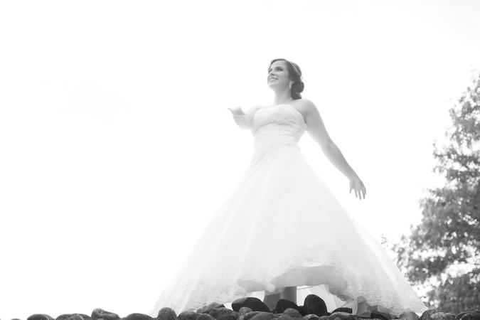 Braut auf Mauer, Ruine Regensdorf, Hochzeitsfotograf Regensdorf