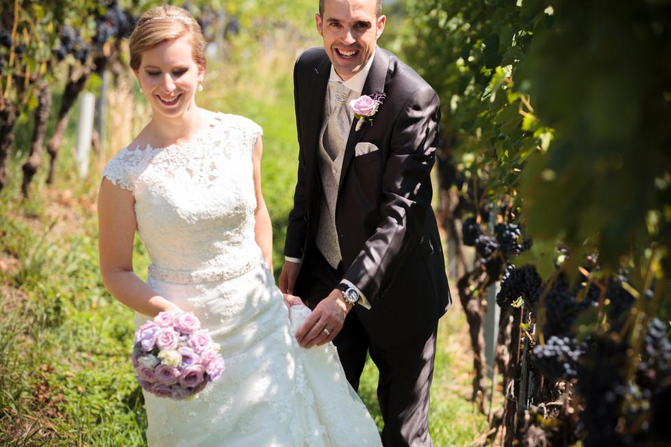 Brautpaar in den Reben, Hochzeitsfotograf Zürich