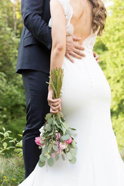 romantische Detailaufnahme Brautpaar