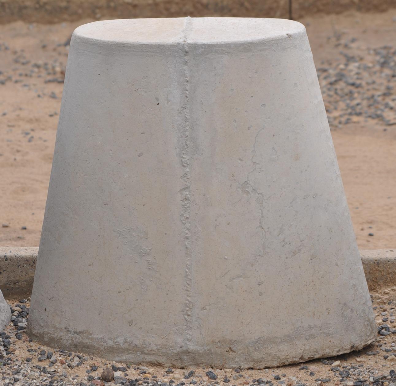 Oval bench leg