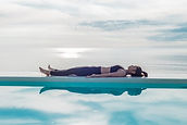 mujer-tumbada-yoga-nidra.jpg