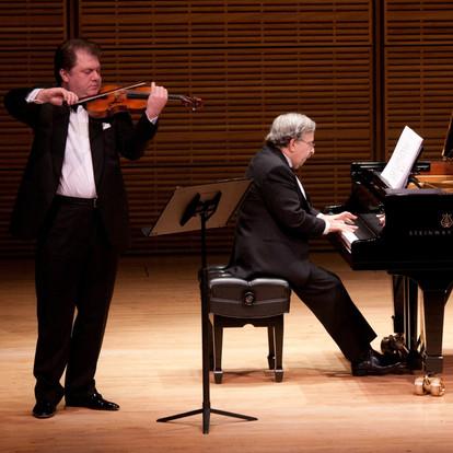 On stage with violinist Cihat Aşkın  (New York, USA, 2010)