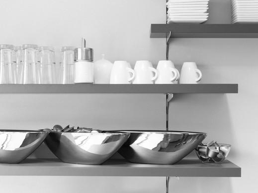 Fester Teil unserer Unternehmenskultur ist es, sich auch mal bei einer Tasse Kaffee im Stehen auszutauschen. Einen Plausch erachten wir nicht als verlorene Zeit, sondern vielmehr als gute Möglichkeit, zwei oder mehr kreative Köpfe zusammenzustecken.