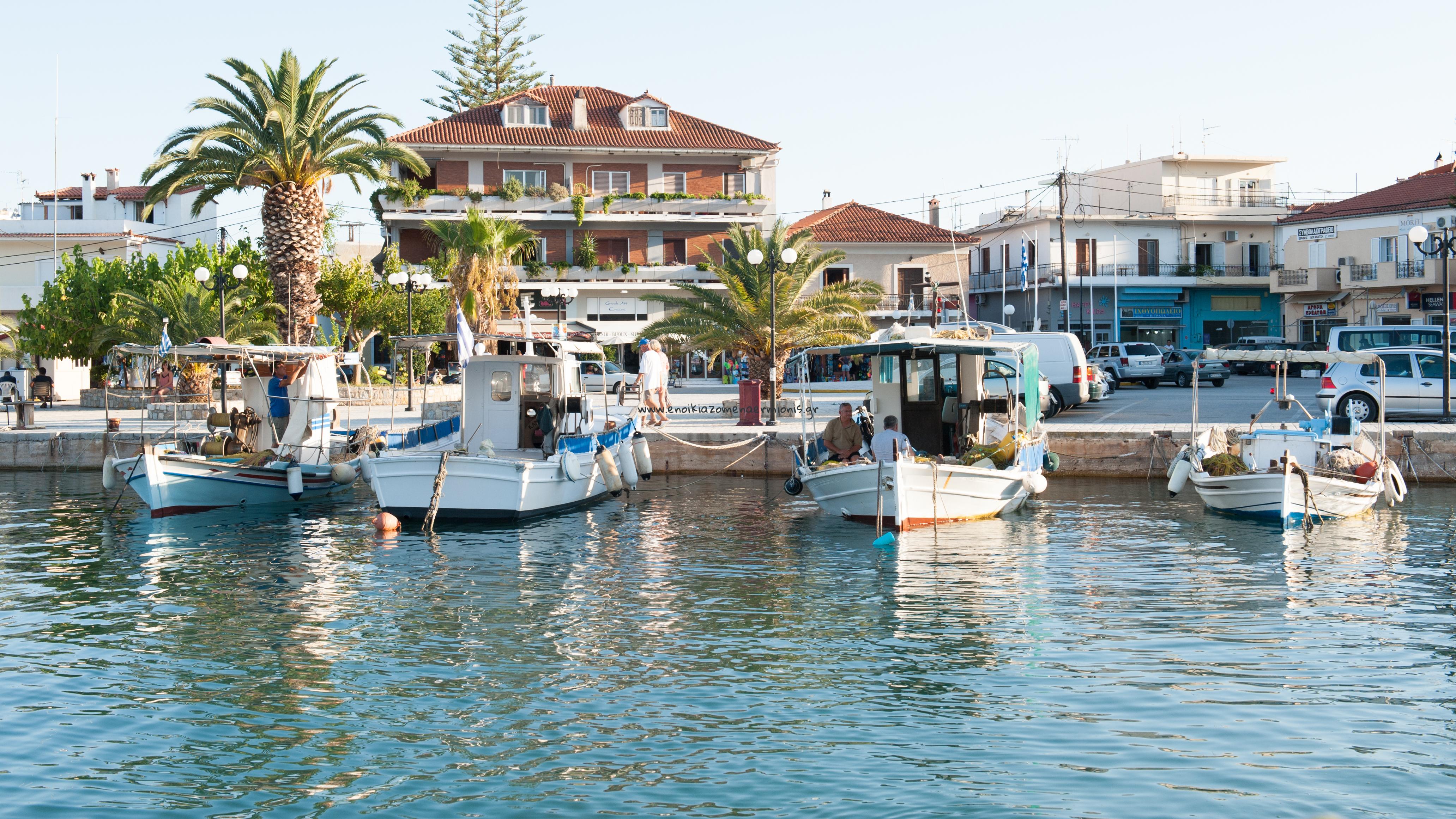 Ψαρόβαρκες στο λιμάνι της Ερμιόνης