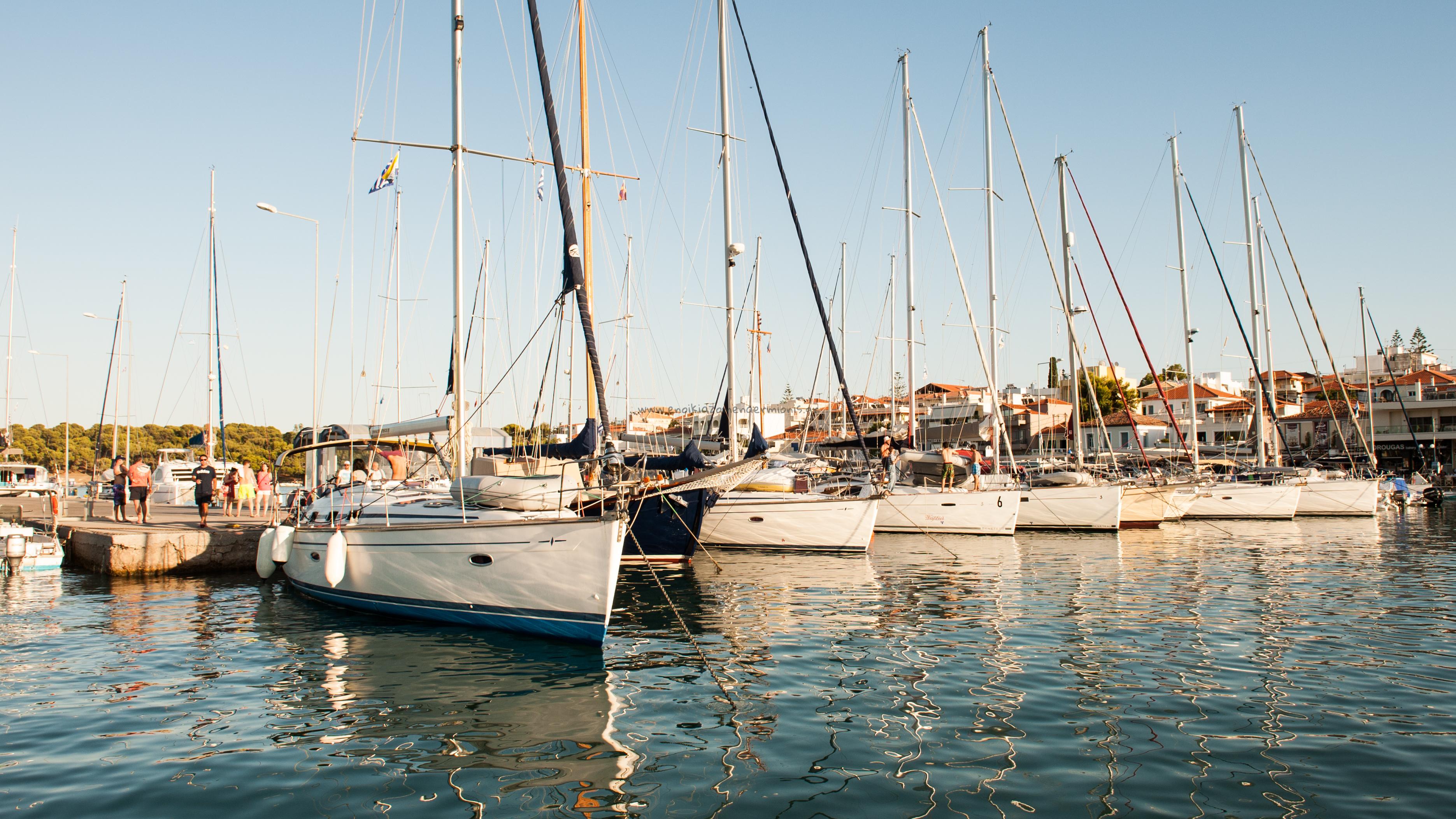 Δεμένα Ιστιοπλοϊκά στο λιμάνι της Ερμιόνης