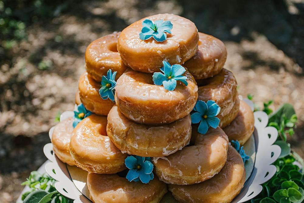 Boho wedding cake. How to have a bohemian wedding | Boho wedding ideas on a budget.  Boho wedding ideas on a budget. How to Plan a boho wedding.